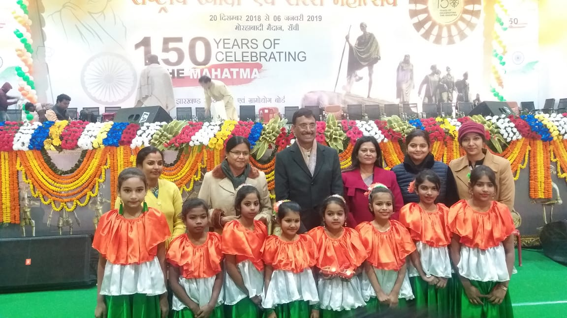 Children with Chairman of Khadi Board Presenting patriotic Dance